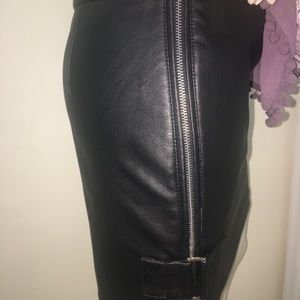 Short skirt -artificial leather,